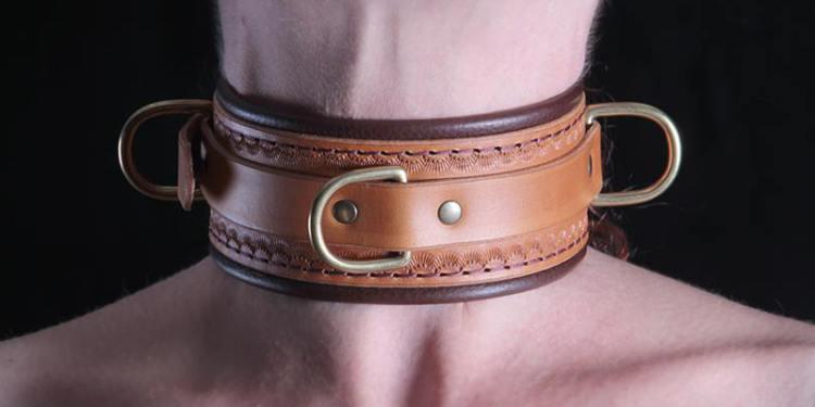 Punziertes Anilin gefärbtes Leder,innen und aussen,  massiv, gegossene D-Ringe, Polsterung