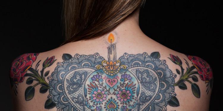 Ashleigh tattooed by Saira Hunjan Foto: Tareq Kubaisi © Saira Hunjan