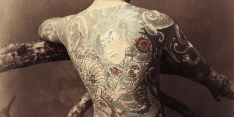 Japanese Tattoo, 1880-1890 Albuminpapier, handkoloriert, 27 x 21 cm © Museum für Kunst und Gewerbe Hamburg