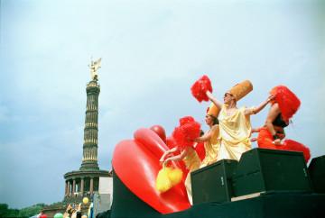Mösen in Bewegung – Christopher Street Day Berlin, 1998 Foto und © Kristina Strauß